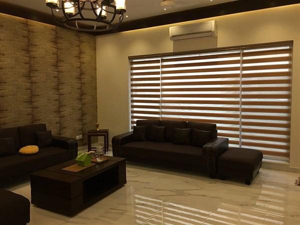 zebra-blinds in lounge